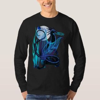 青い火および背景のTシャツ Tシャツ