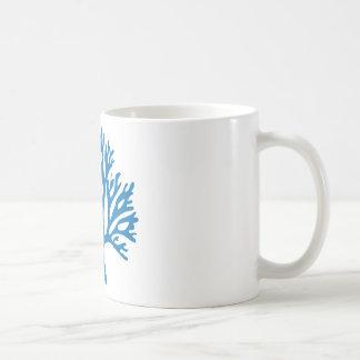 青い珊瑚のシルエット コーヒーマグカップ
