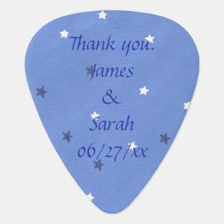 青い白は名前入りなギターピックの好意を主演します ギター用ピック