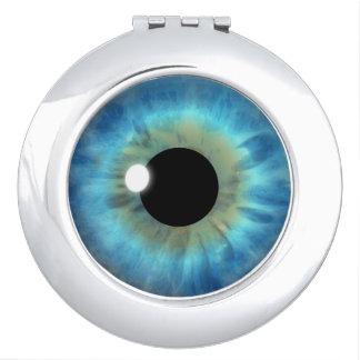 青い目のアイリスカッコいいの眼球の円形のコンパクトミラー