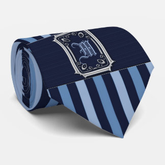 青い縞のバックルのモノグラムが付いている銀 カスタムネクタイ