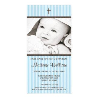 青い縞のブラウンの十字の男の子の洗礼の写真カード カード