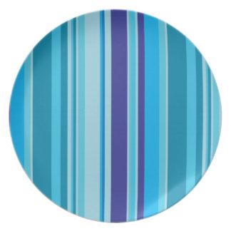 青い縞のモダン、スタイリッシュな台所用品のプレート プレート