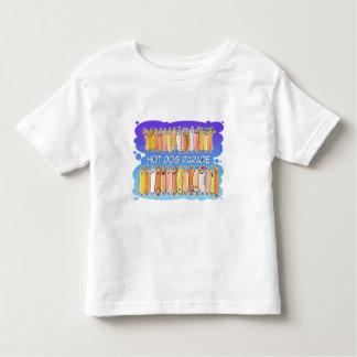 青い背景とのホットドッグパレード トドラーTシャツ