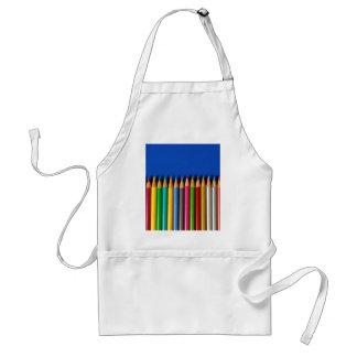 青い背景のカラフルな鉛筆のクレヨン スタンダードエプロン
