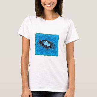 青い背景の巣 Tシャツ