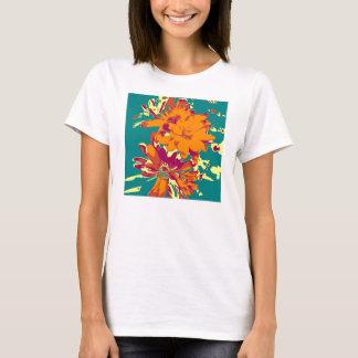 青い背景の花 Tシャツ