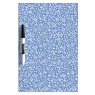 青い背景の落書きの雪片 ホワイトボード