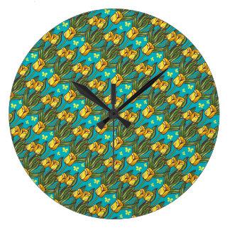 青い背景の黄色いチューリップ ラージ壁時計