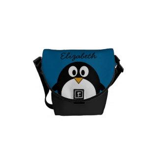 青い背景を持つかわいい漫画のペンギン メッセンジャーバッグ