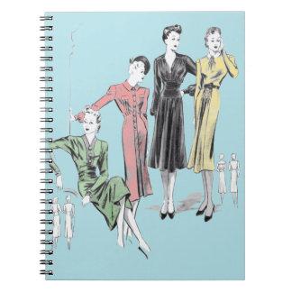 青い背景80のページのヴィンテージのファッションのプリント ノートブック
