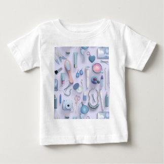 青い虚栄心のテーブル ベビーTシャツ