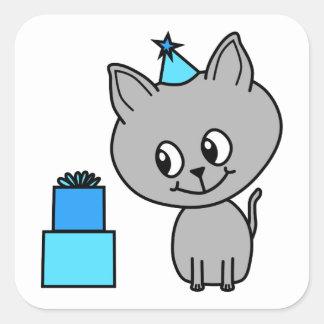青い誕生日の帽子のかわいい灰色の子ネコ スクエアシール