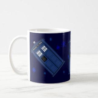 青い警察箱のギークのマグ コーヒーマグカップ