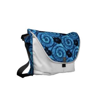 青い貝および花 メッセンジャーバッグ