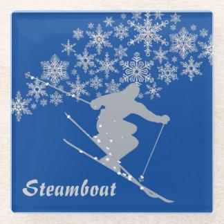 青い銀製の蒸気船のスキーヤー ガラスコースター