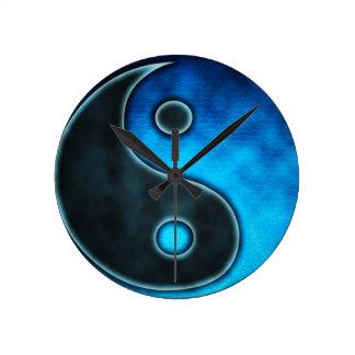 青い陰陽の記号 ラウンド壁時計