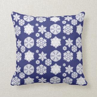 青い雪片の枕 クッション