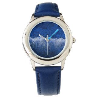 青い革紐が付いている青い冬の雪の腕時計 腕時計