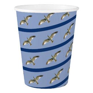 青い高空飛行の除去されたカモメの紙コップ 紙コップ