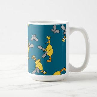 青い鶏およびチェーンソー コーヒーマグカップ