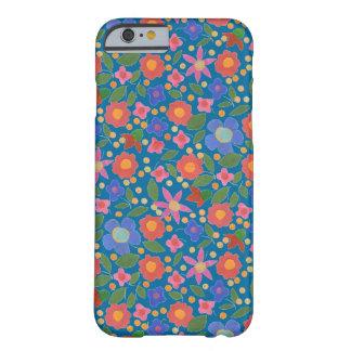 青いiPhone6ケースの民芸のスタイルの花模様 Barely There iPhone 6 ケース