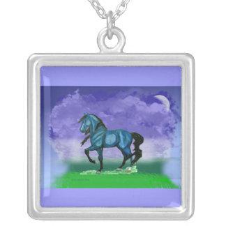青いPaso Finoの馬のネックレス シルバープレートネックレス