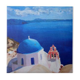 青いSantorini、ギリシャ- Oiaからの眺め タイル