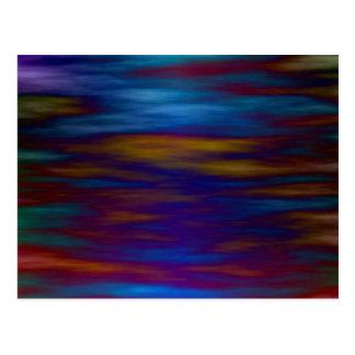 青およびカラフルな反射の穏やかな水 ポストカード