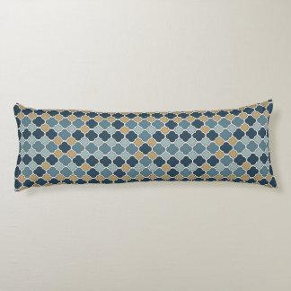 青およびタンQuatrefoilパターン体の枕 ボディピロー
