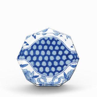 青および白いアジア花柄 表彰盾