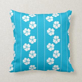 青および白い水玉模様のハイビスカスの装飾用クッション クッション