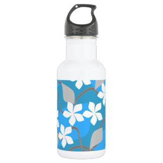 青および白い花。 花パターン ウォーターボトル