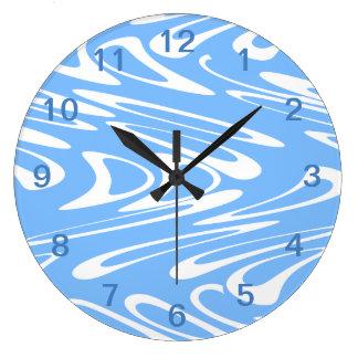 青および白の抽象的なパターン ラージ壁時計