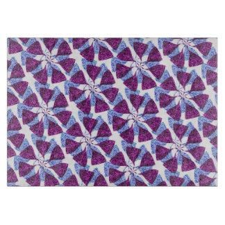 青および紫色の冬の雪片パターン風車 カッティングボード
