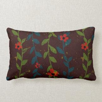 青および緑のつる植物の赤い花 ランバークッション