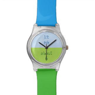 青および緑の腕時計を近づけて下さい 腕時計