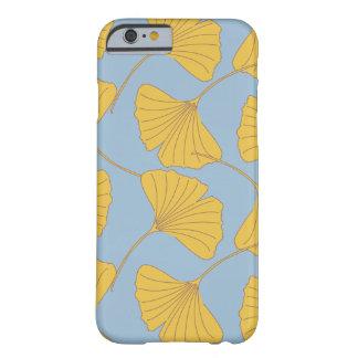青および金ゴールドの秋のイチョウのGinko Bilobaの葉 Barely There iPhone 6 ケース