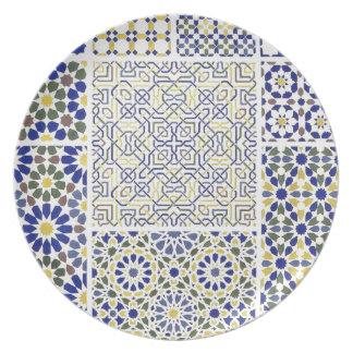 青および黄色の中東のタイルパターン お皿