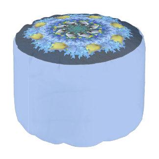 青および黄色の熱帯魚の万華鏡のように千変万化するパターン プーフ