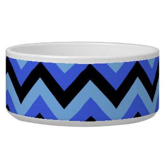 青および黒いジグザグ形の縞