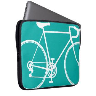 青か緑のバイクのデザインのラップトップスリーブ ラップトップスリーブ