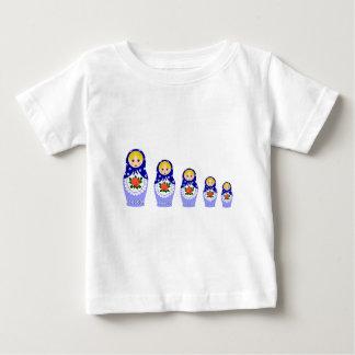 青くロシアのなmatryoshkaのネスティング人形のベビーのワイシャツ ベビーTシャツ