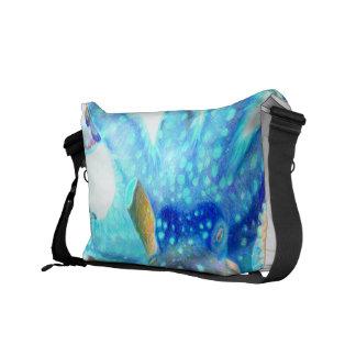 青く多彩なタコ メッセンジャーバッグ