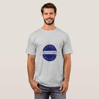 青く巧妙なNapperのバッジ Tシャツ