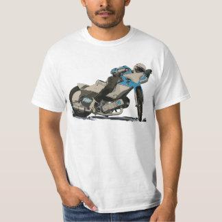 青く平らなトラック及び高速自動車道路のオートバイのレーサー Tシャツ