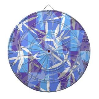 青く幾何学的なパターンのタケ ダーツボード