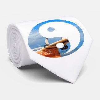 青く白い雲をサーフする波のサーフボードの棚 カスタムタイ