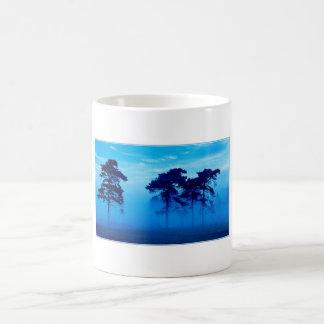 青く霧深い朝 コーヒーマグカップ