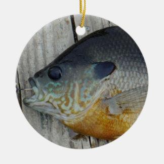 青く黄色い紫色のティール(緑がかった色)、波止場のブルーギルの魚 セラミックオーナメント